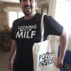 oscar, looking for a milf, porn inside, como quedan las camisetas personalizadas, camisetismo
